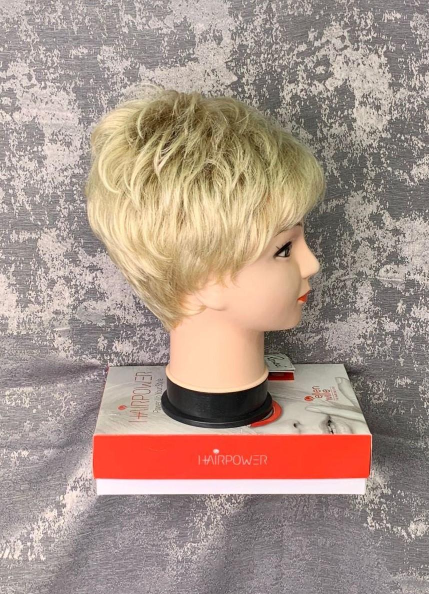 Короткий парик из искусственных волос (вид сбоку)